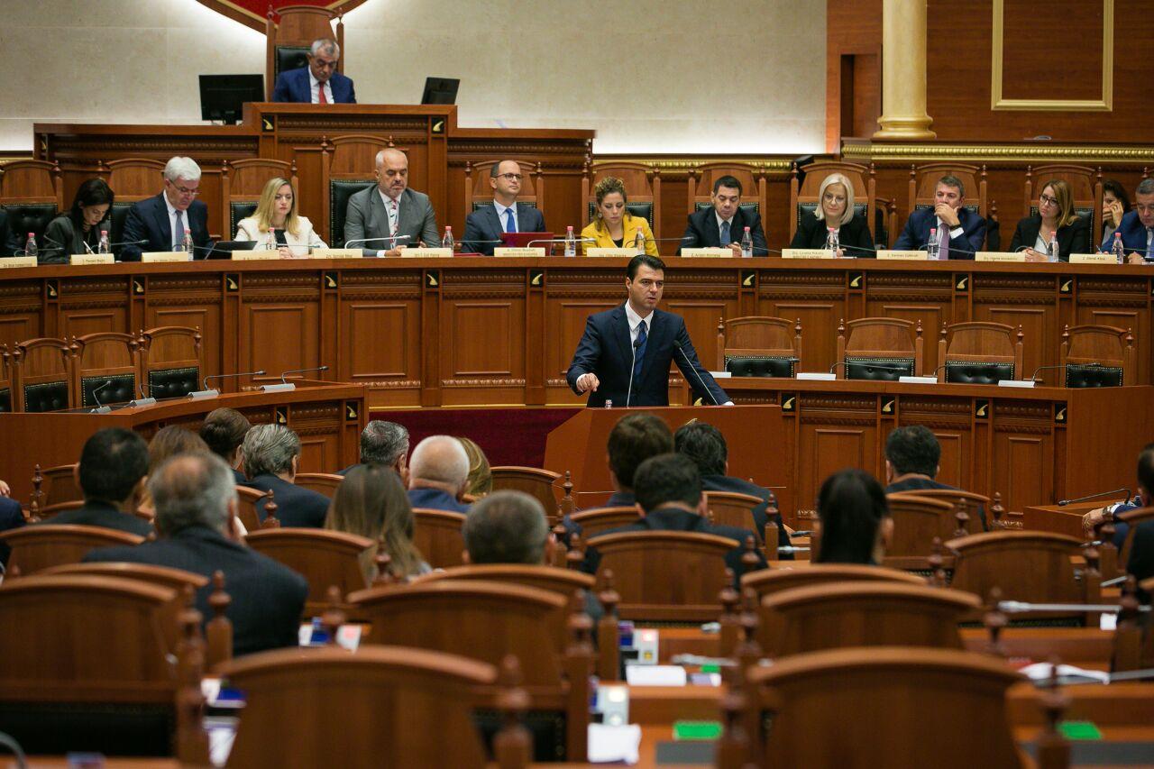 Nis seanca në Kuvend, Basha-Ruçit: Nuk dua që edhe kjo seancë të degjenerojë si javën e kaluar prej teje