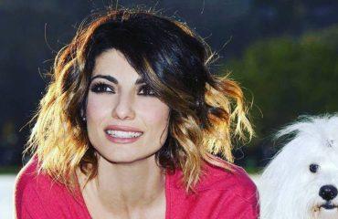 """""""Albania, tifo për te!"""" Balerina e njohur italiane shton tifozët Kuqezi"""