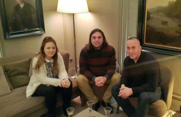 Joleza Koka shjpegon foton me Haradinajn e sulmon disa portale: S'jam martuar në Las Vegas!