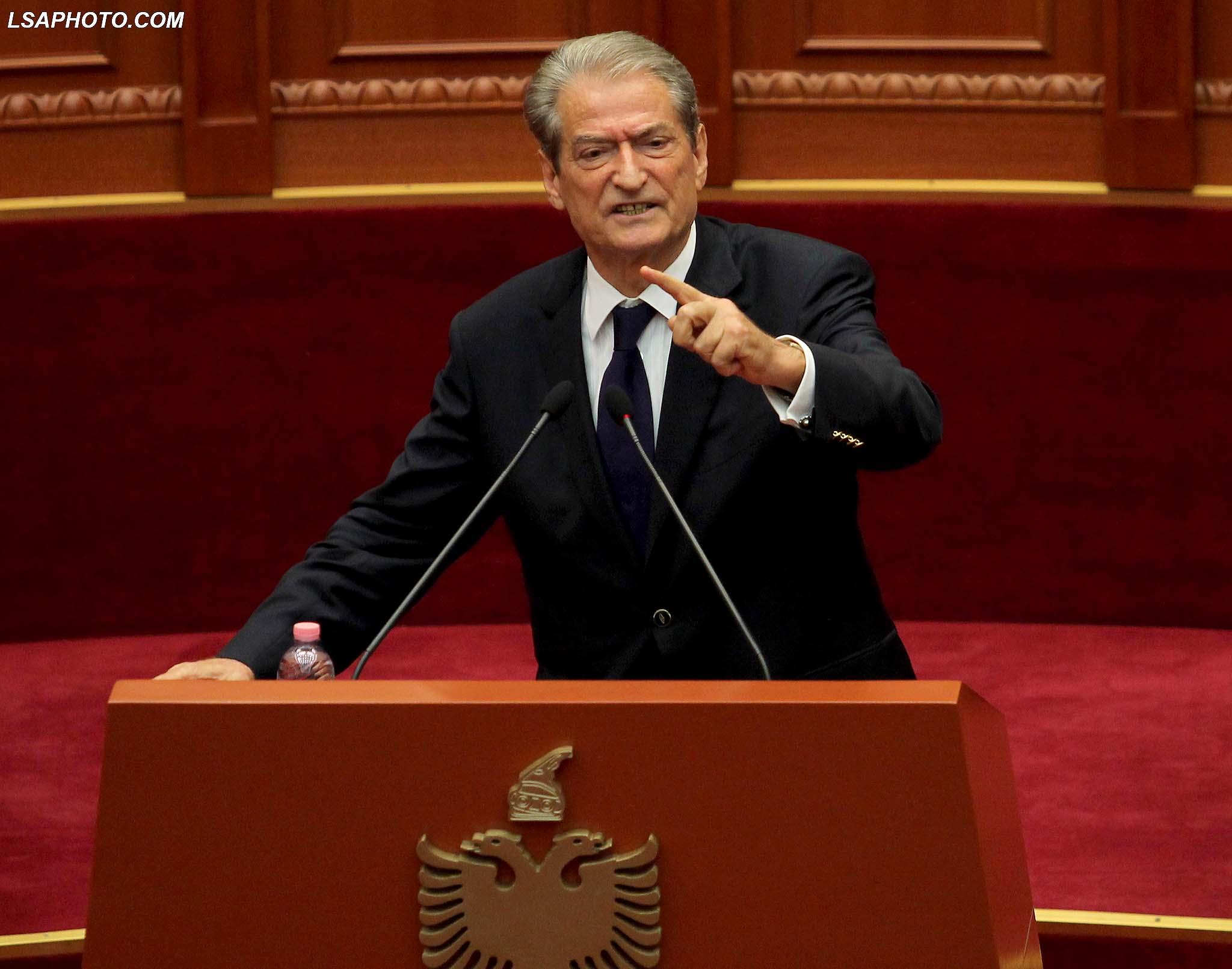 """Berisha """"sulmon"""" Ramën: Tahiri i dërgoi 3 mln euro dhe i nxori aferat, prandaj u mbrojt"""