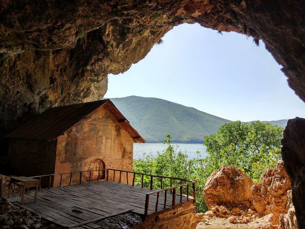 Pamje megjepëse nga Liqeni i Prespës (Foto)