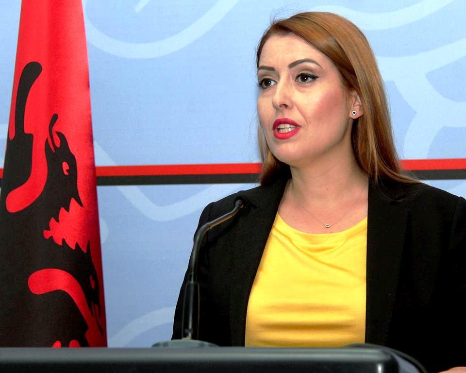 Ministrja Manastirliu viziton Dibrën: Do të dyfishohen investimet në shëndetësi për vitin e ardhshëm