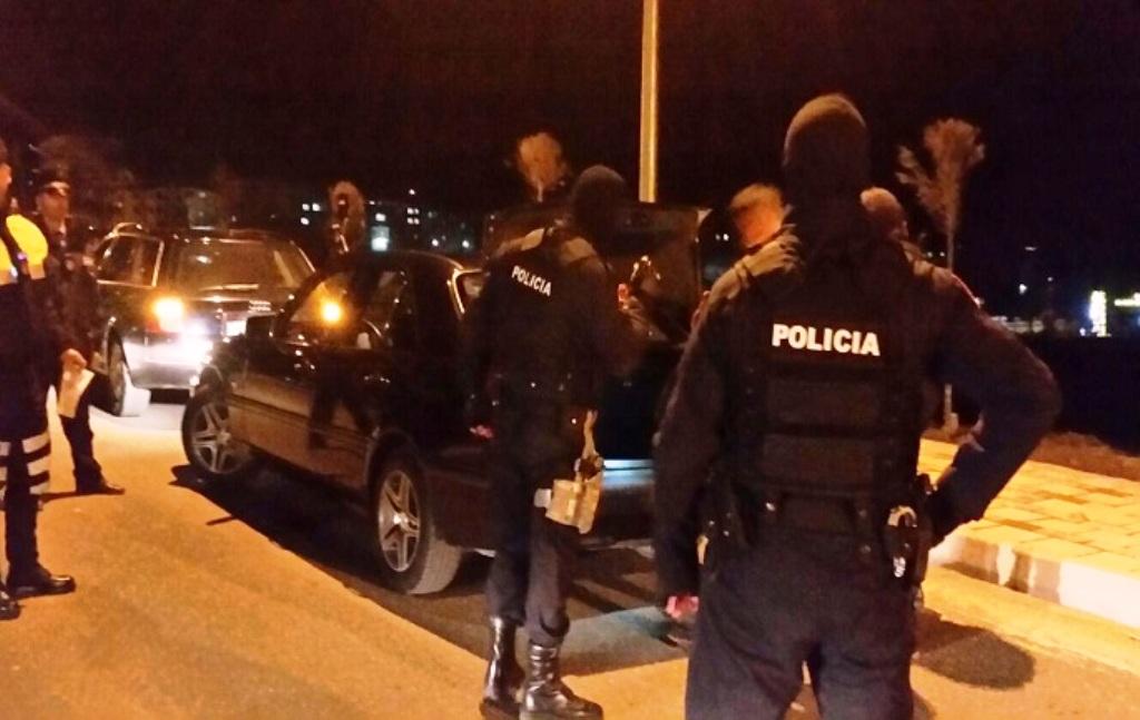 Arrestohen 3 të rinj në Elbasan, u kapën me kanabis në makinë