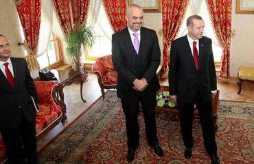Edi Rama i premton Erdoganit: Ditmir Bushati do këndojë për ty këngën e Osman Agait