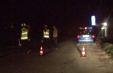 Aksident në Kamëz, dy persona mbeten të plagosur nga përplasja e makinave
