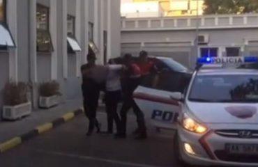 Policia shkon të mbyllë lokalin për zhurmë, kundërshtohet nga 3 të rinj