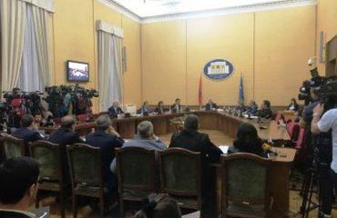 Deputetët për drekë, ndërpritet mbledhja e Këshillit të Mandateve