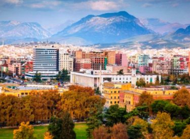 """""""Vogue"""": Tirana të  impresionon si një qendër urbane shpirtërore me personalitet të fortë"""