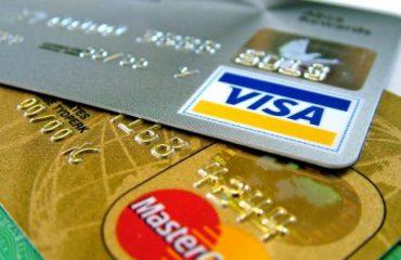 Shqiptarët, më shumë karta dhe llogari bankare