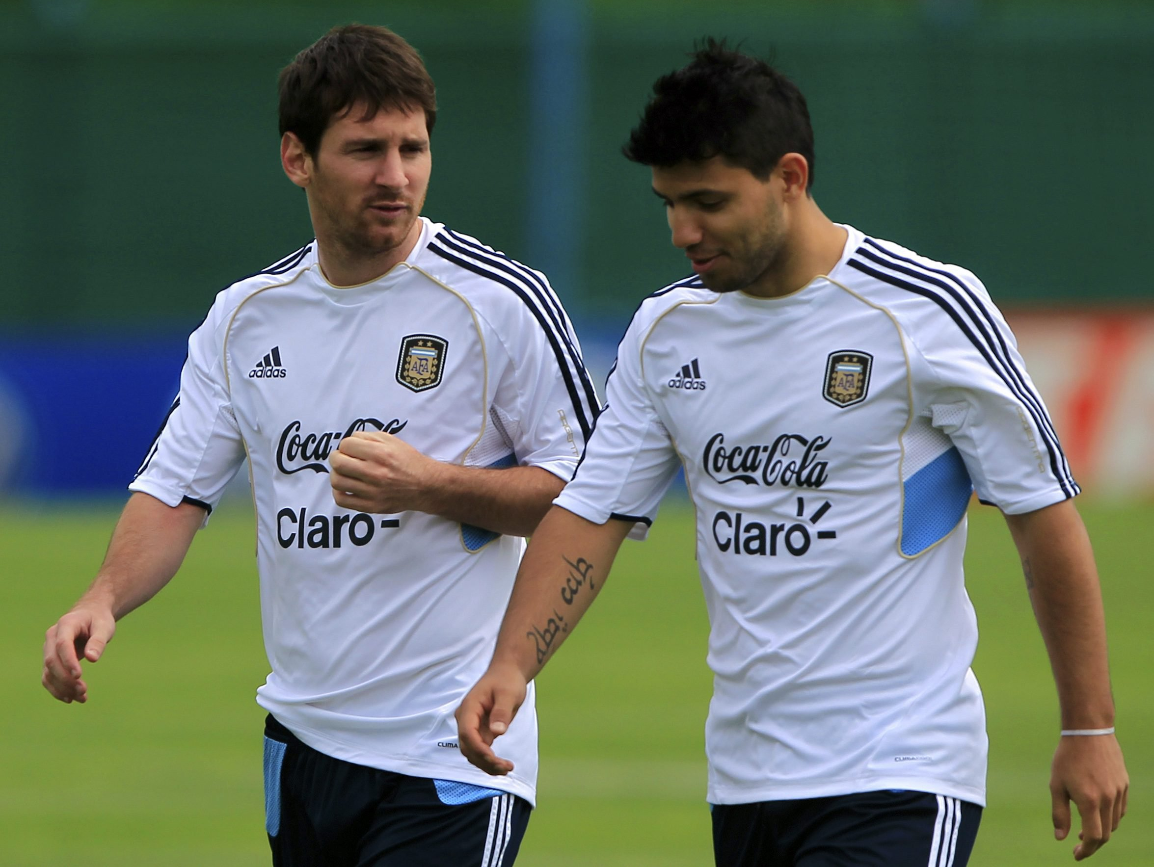 Messi i shkruan Aguero-s: Mos shko tek Reali