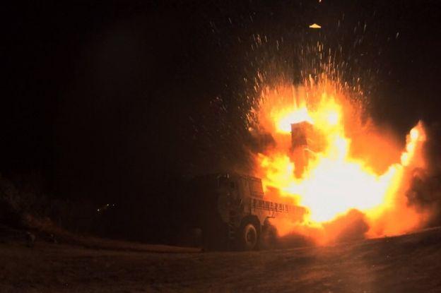 Publikohen pamjet: Ky është momenti kur koreanoveriorët lëshuan raketën e tmerrshme (VIDEO)