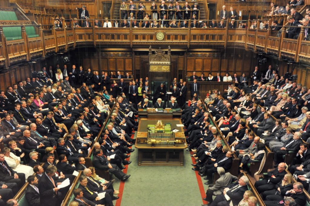 """Ky është ndër parlamentet më konservatorë në botë, por """"i luajnë fenë"""" pornografisë"""