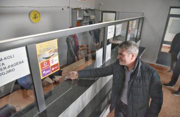 Gjiknuri në Peshkopi, inspekton sportelet e Postës dhe OSHEE