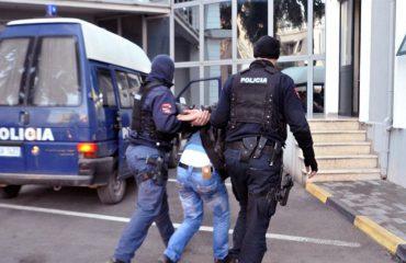 Ishte i dënuar për grabitje në Itali, ekstradohet i riu