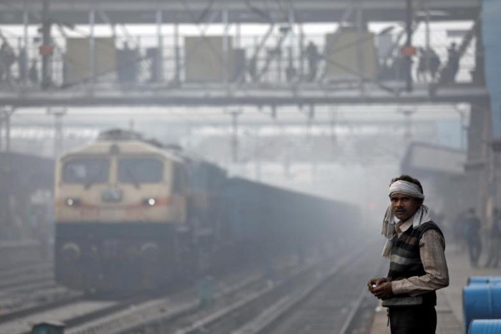 FOTO - GALERI/ Smogu arrin kulmin në Indi, si ia bëjnë njerëzit që të mbijetojnë?