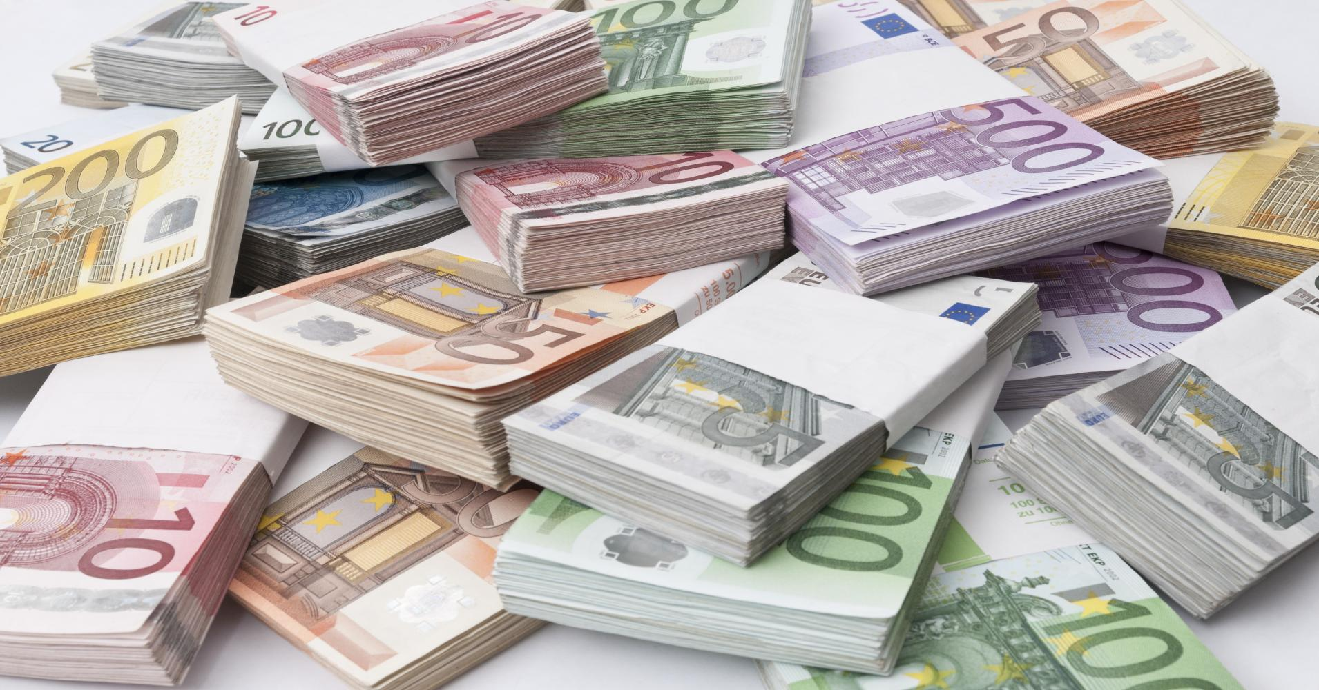 Albanians have more foreign currency in their hands