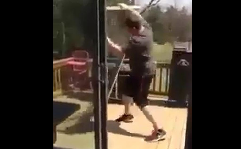 Kur rregullon shtëpinë dhe të hipin nervat... (Video humoristike)