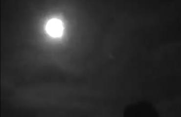 """Pamje të rralla filmike nga observatori, si kaloi meteori që mund të """"bënte hatanë"""" mbi tokë"""