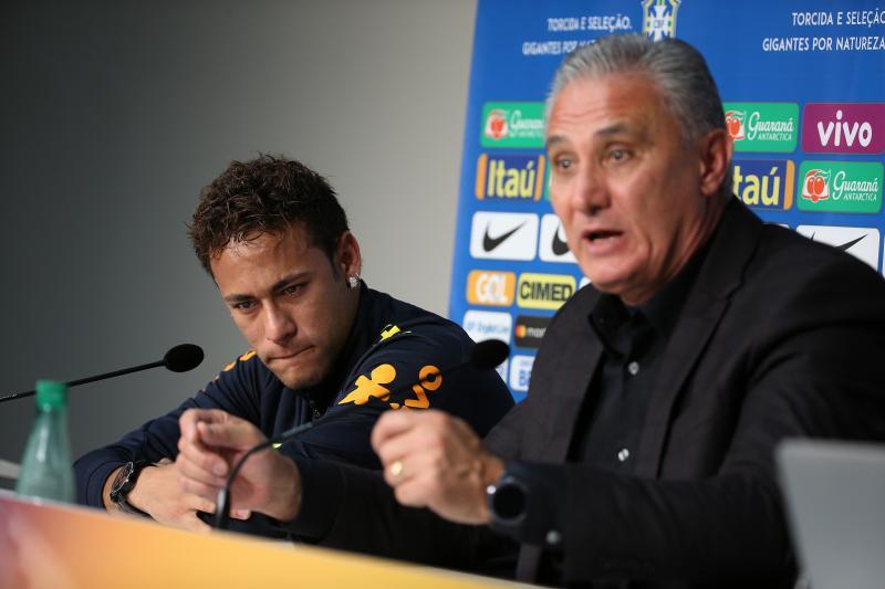 """Neymar """"shpërthen"""" në lot, trajneri Tite i del në krah"""