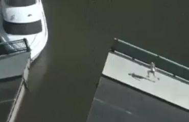 Helikopteri xhiron aksidentin, por kamera filmon një ngjarje tjetër të pabesueshme (Video)
