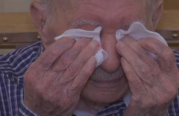 E mendonte gjithë familjen e shfarosur, i mbijetuari 102-vjeçar i Holokaustit takon për herë të parë nipin