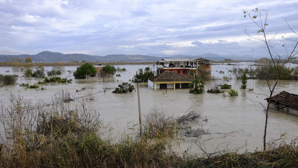 Dëmet nga përmbytjet në 2017, shumë herë më të larta se në 2015