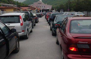 Festat, dyndje emigrantësh në Kapshticë