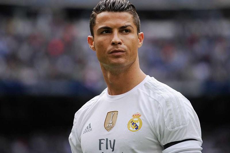 """Ronaldo """"hedh"""" sytë nga PremierLiga, por jo tek United"""