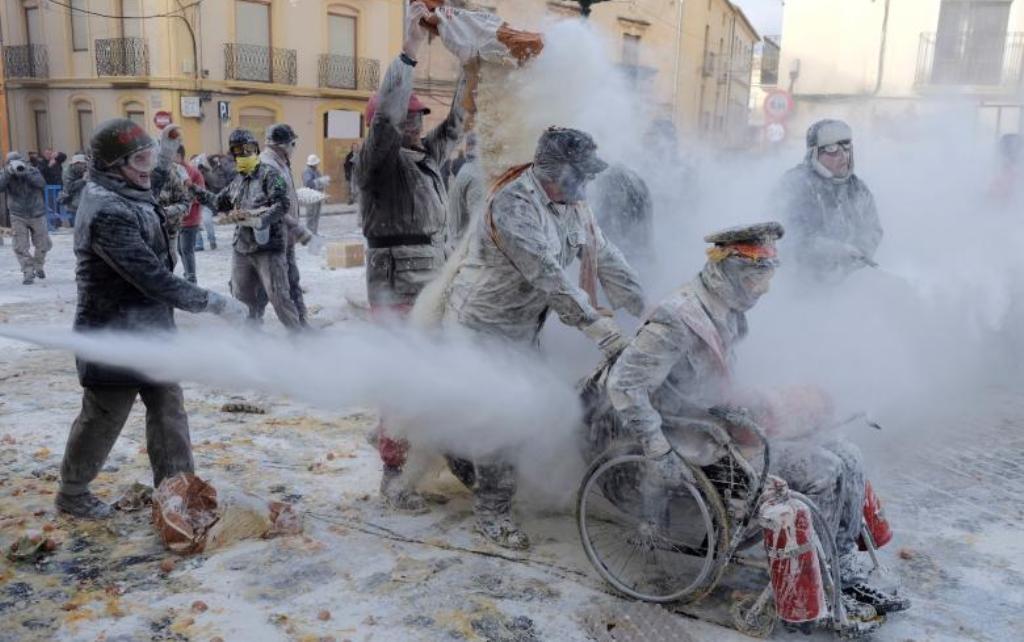 Mielli dhe vezët përdoren edhe për art, shikoni çfarë bëjnë në këtë festival të Spanjës