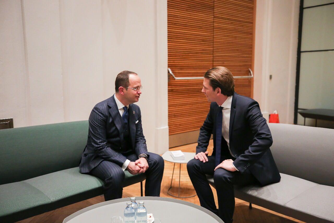 """Bushati takon Kancelarin austriak Kurz, """"në fokus"""" prespektiva europiane e Shqipërisë"""