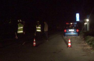 Makina dhe kamioni përplasen në aksin Tiranë-Elbasan, rradhë të gjata automjetesh në trafik