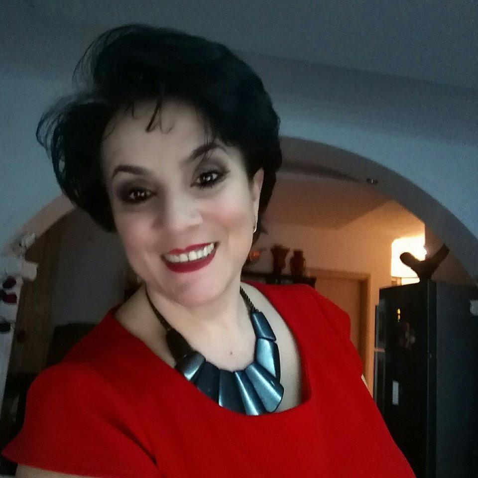 Aurora Cakaj: Edhe më i pasuri  ka nevojë për art dhe buzëqeshje