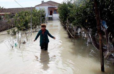 """Pas përmbytjeve, nisin """"ethet"""" e dëmshpërblimeve"""