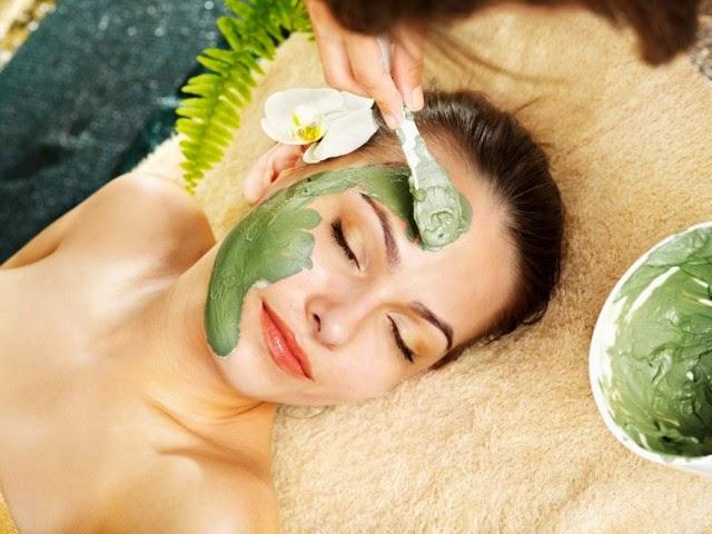 Maska shtëpiake për lëkurë të rinuar