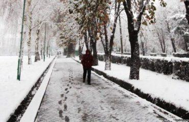 """Dimri """"mbërthen"""" vendin, ja parashikimi i motit për nesër"""