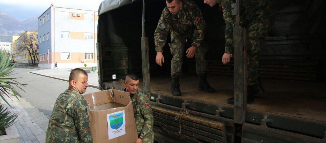 Familjet e ushtarakëve ndihmë të prekurve nga përmbytjet
