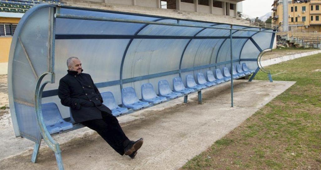 Edi Rama sabotoi autobusin e ekipit të futbollit të Ballshit