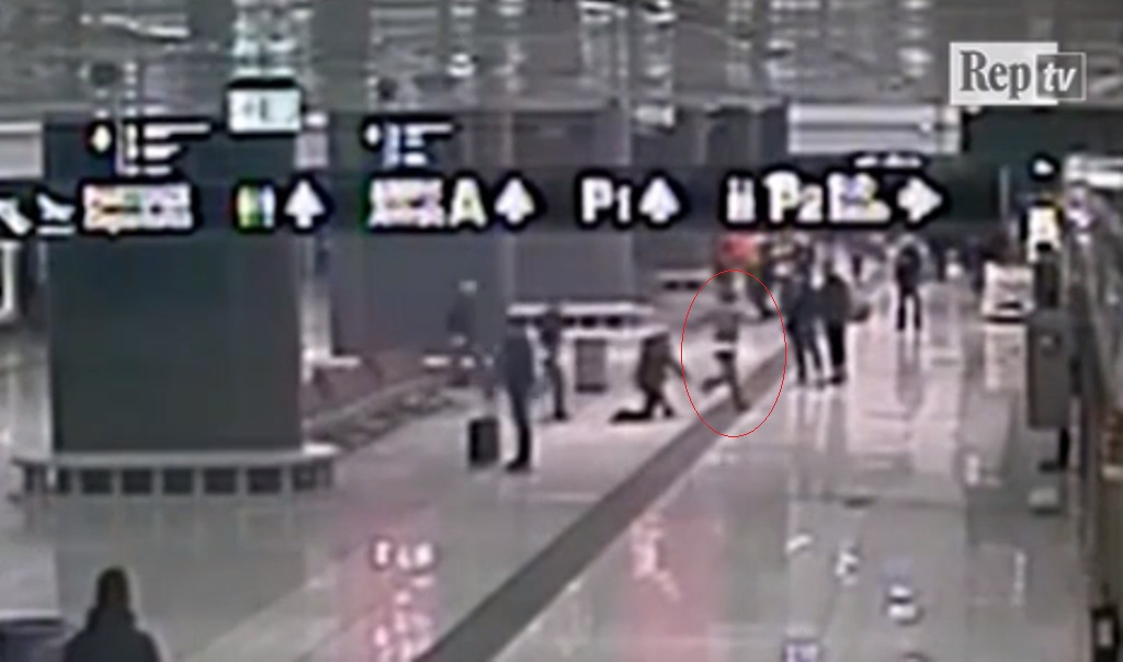"""Shqiptari i droguar i """"mbetet në duar"""" policisë në aeroport, familjarët kanë një tjetër version"""
