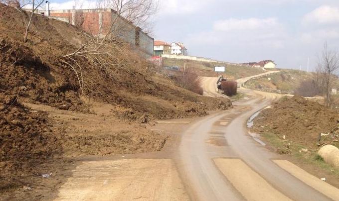 EC bën thirrje: Pas përmbytjeve, kini kujdes nga rrëshqitja e dherave