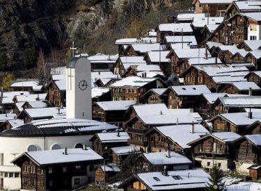 Fshatrat e Zvicrës që afrojnë 60.000 euro shpërblim për emigrantët...ka edhe disa kushte