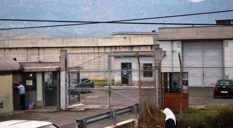 Vuante nga sëmundje e pashërueshme, humb jetën në burg i dënuari për vrasje