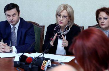 Debati Vokshi-Nikolla për ligjin e arsimit, ministrja: Nëse është shkelur ligji më çoni në kokërr të burgut