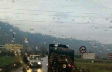 Makina del nga rruga, humb jetën pasagjeri, plagoset rëndë shoferi