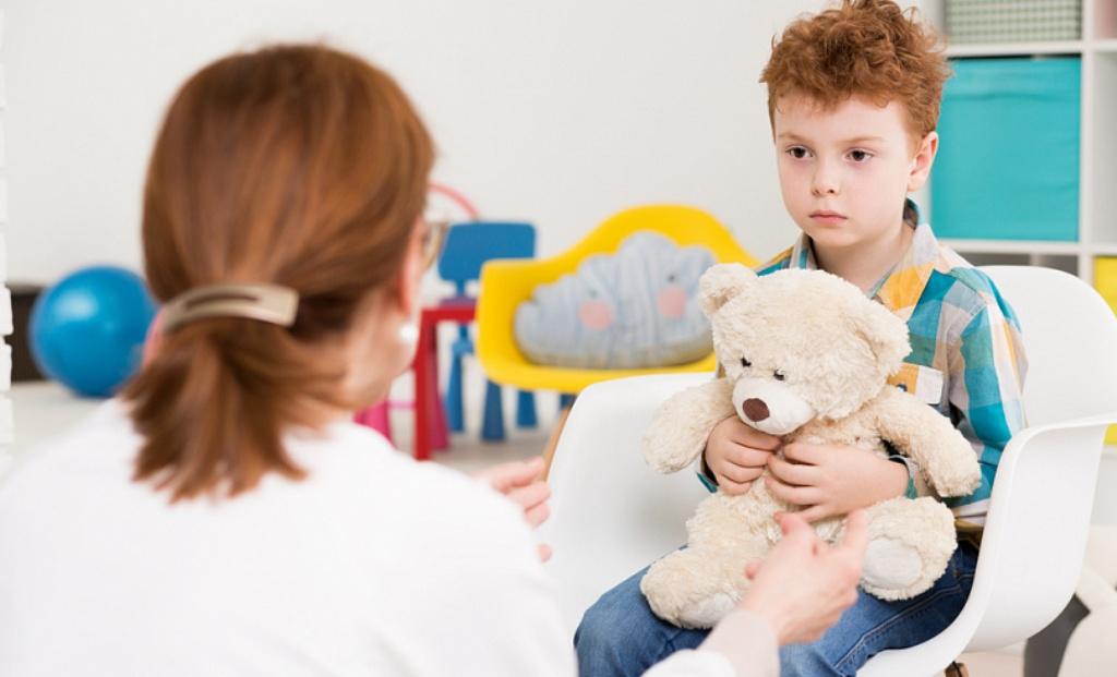 Këshilla për prindërit, si të dallojnë fëmijët e spektrit autik