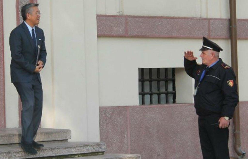 Donald Lu: SHBA po ndjek me vëmendje çështjen e Shullazit, Berishës dhe Tahirit, ofrojmë ndihmë