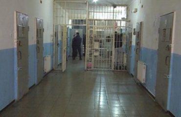 Skandali/ Merr rrogë në administratë edhe pse ka 8 muaj në burg