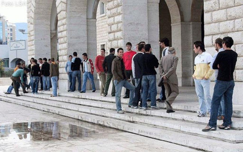 Vonesa e pagave nxjerr kaosin në universitete