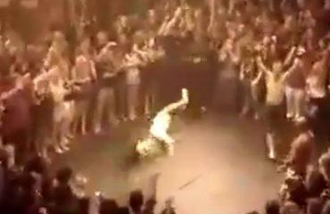 Kjo është ndeshja më e çmendur e boksit, përfundon me një grusht të vetëm (VIDEO)