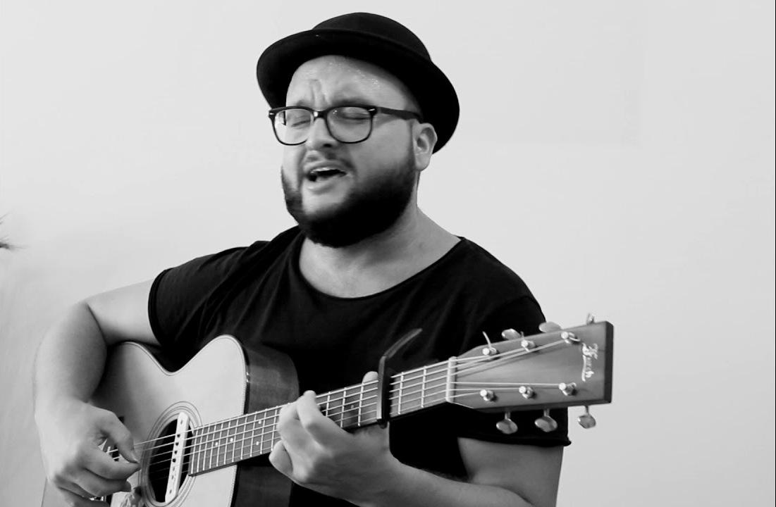 Pier Noshi: Kitara ime, një e dashur xheloze!
