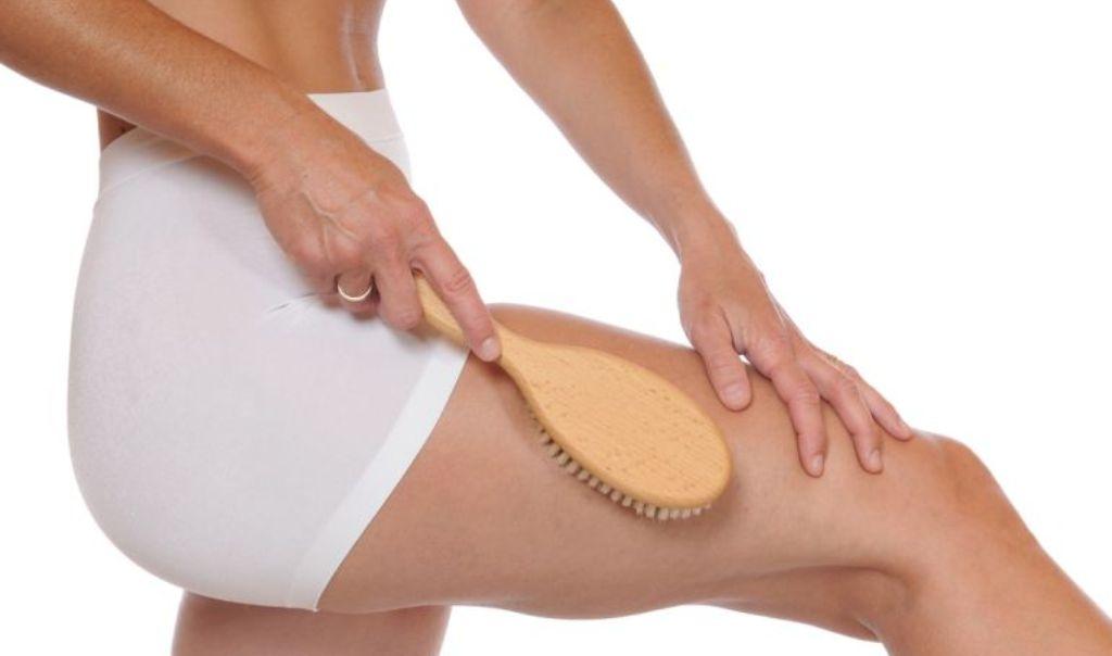 Body brushing: Si të eliminoni celulitin me një furçë!